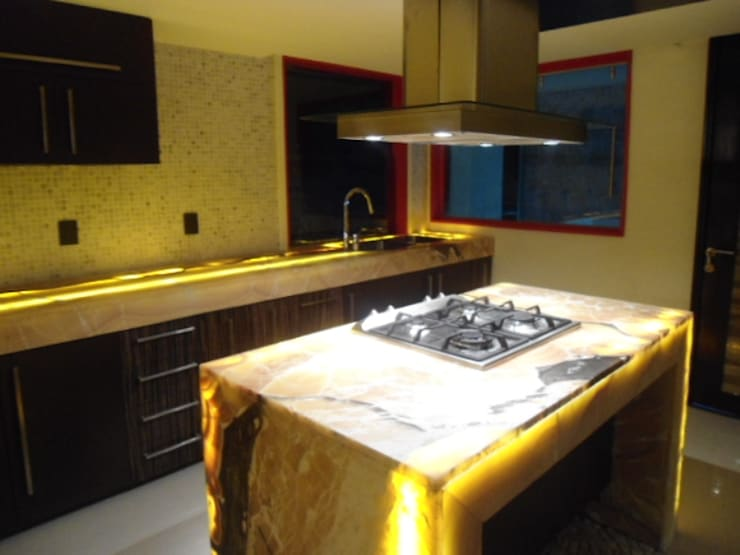 cocina iluminada: Cocinas de estilo  por bello diseño!