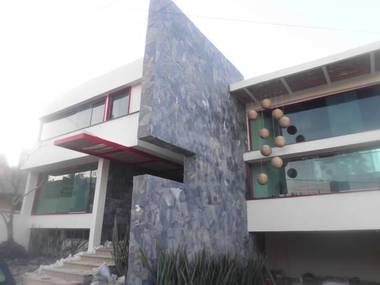 fachada: Casas de estilo  por bello diseño!