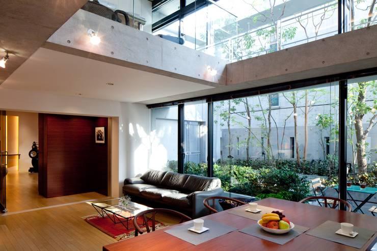 Nの家: AMO設計事務所が手掛けたダイニングです。
