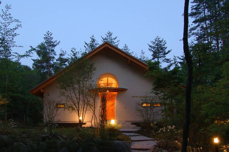 自然体で暮らすvol.2 カントリーな 家 の スタジオ・ベルナ カントリー 木 木目調