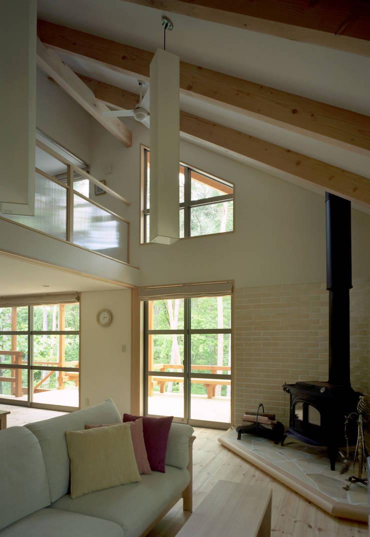 自然体で暮らすvol.2 カントリーデザインの リビング の スタジオ・ベルナ カントリー 木 木目調