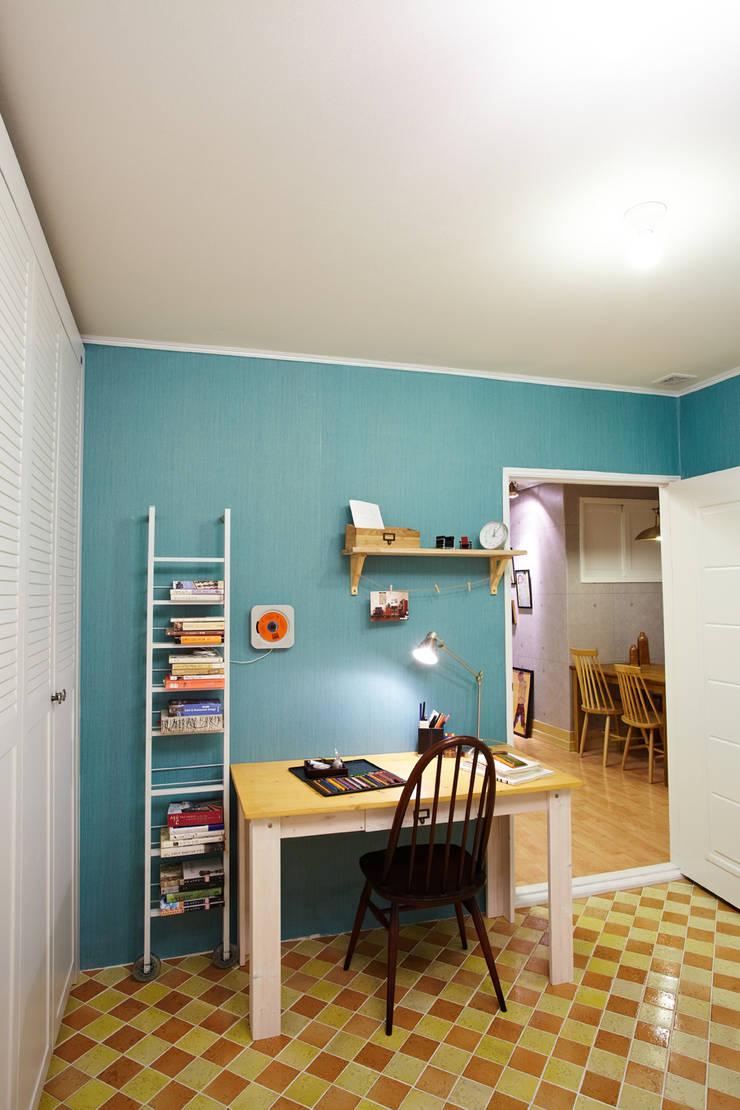 잉여주택: designvom의  침실
