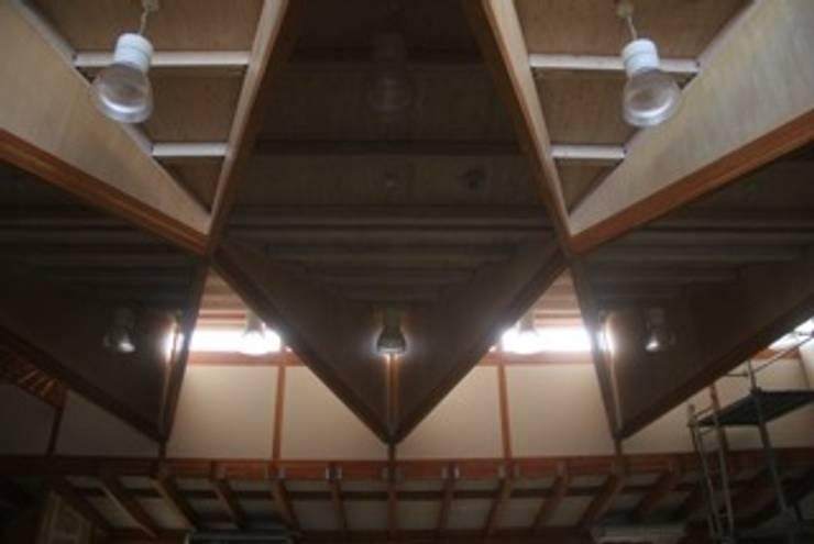 Тренажерные комнаты в . Автор – 伊藤邦明都市建築研究所, Эклектичный Дерево Эффект древесины