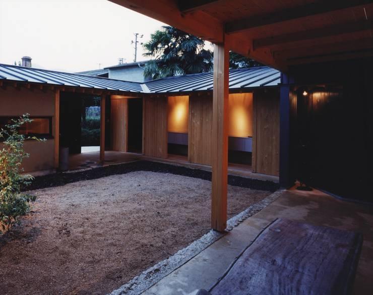 備前の家: 伊東建築計画室が手掛けたテラス・ベランダです。