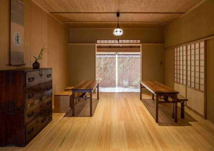 寺池台の家: 伊東建築計画室が手掛けた寝室です。