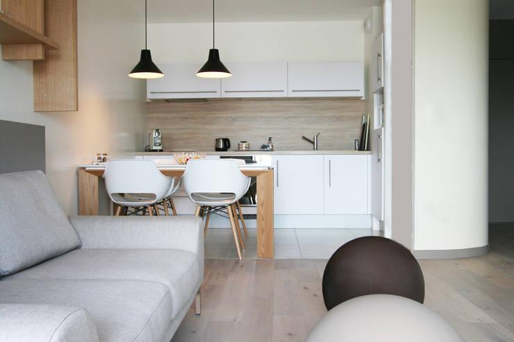 Appartement La Rochelle: Cuisine de style  par Atelier Nadège Nari