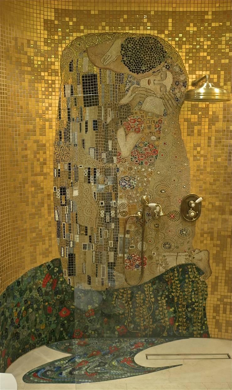 """Mozaika szklana, """"Pocałunek"""" Gustawa Klimta: styl , w kategorii Łazienka zaprojektowany przez Pracownia Mozaiki M"""