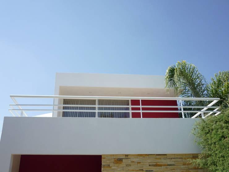 Terrazas de estilo  por Flores Rojas Arquitectura