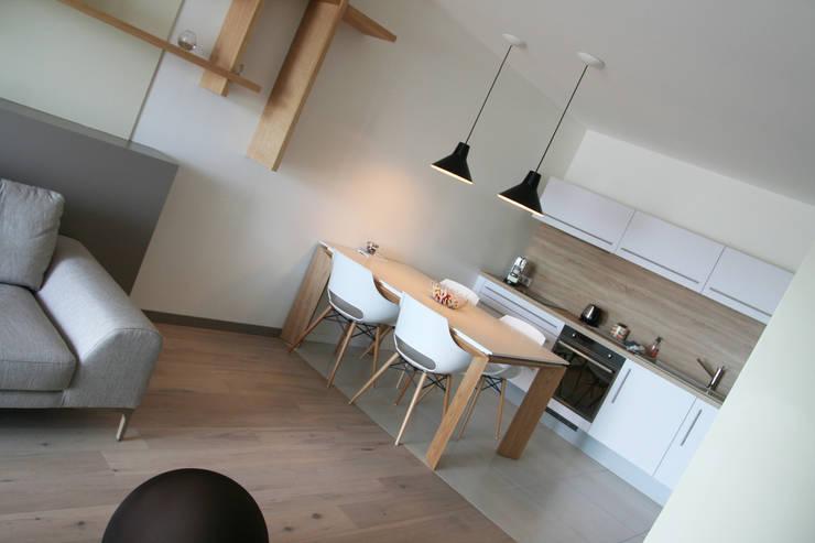 Appartement La Rochelle: Cuisine de style de style Moderne par Atelier Nadège Nari