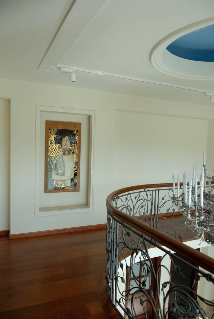 ระเบียงและโถงทางเดิน โดย Pracownia Mozaiki M, คลาสสิค กระจกและแก้ว
