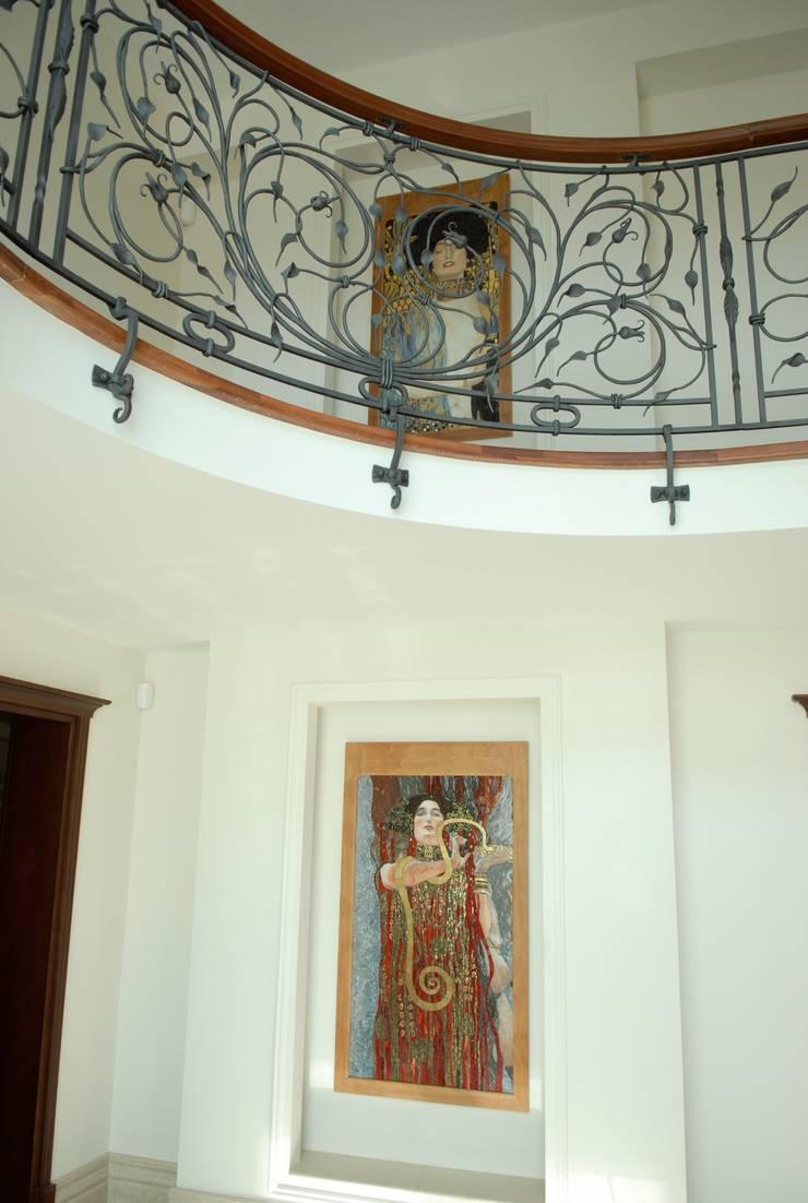 Pracownia Mozaiki M:  tarz Koridor ve Hol, Klasik Cam