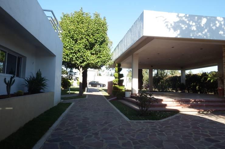 Casas de estilo  por Flores Rojas Arquitectura