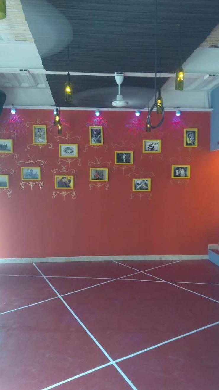 area para grupo de rock Bares y clubs de estilo ecléctico de bello diseño! Ecléctico