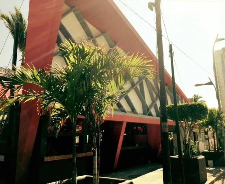 fachada de bar Bares y clubs de estilo ecléctico de bello diseño! Ecléctico