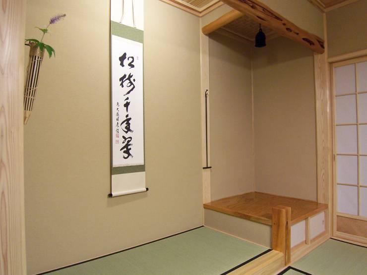 床の間と琵琶床: (有)岳建築設計が手掛けた壁です。