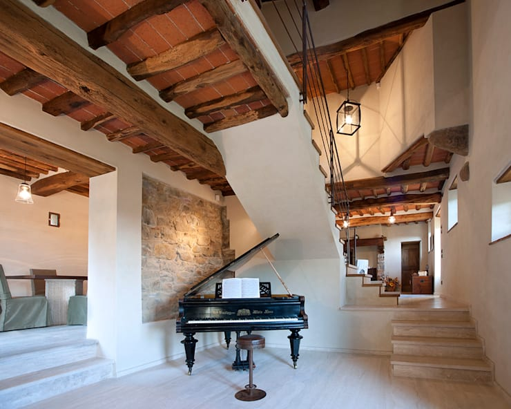 casa in campagna: Ingresso & Corridoio in stile  di marco bonucci fotografo