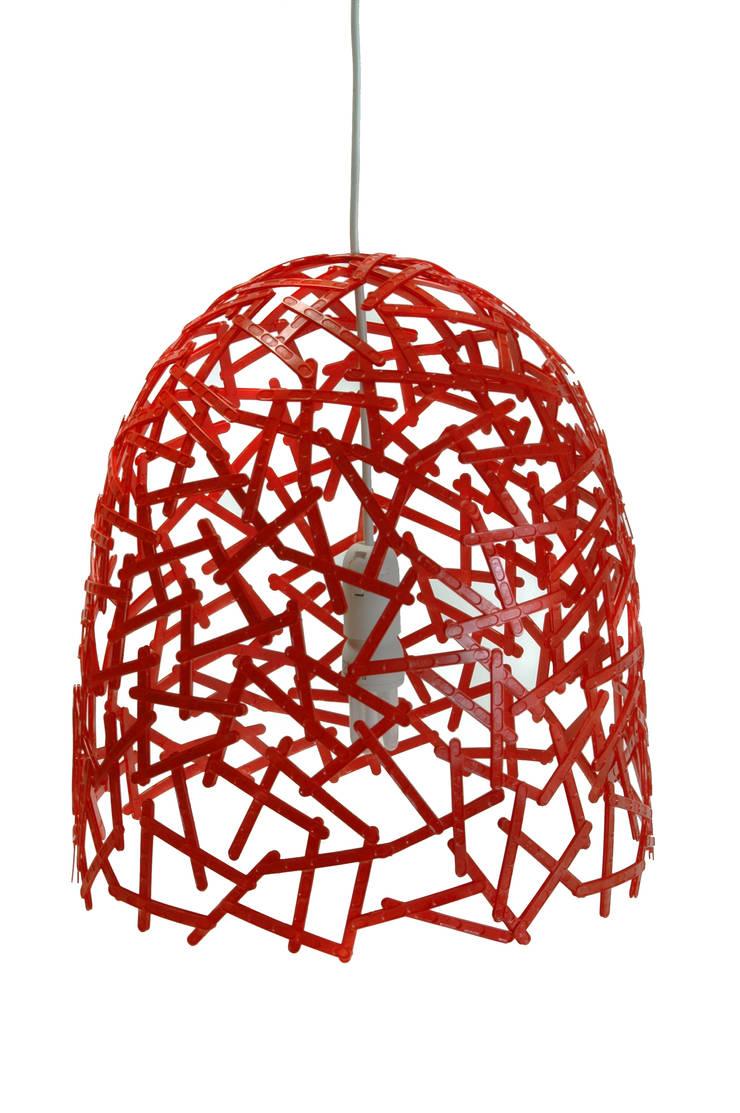 Spoon Lamp: Quarto  por Studio Verissimo