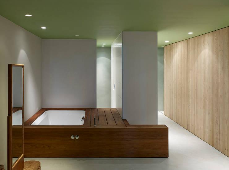 badkamer in souterrain:  Huizen door office winhov