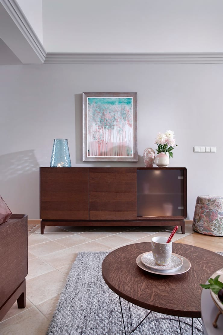Sisi Kredens: styl , w kategorii Salon zaprojektowany przez Swarzędz Home