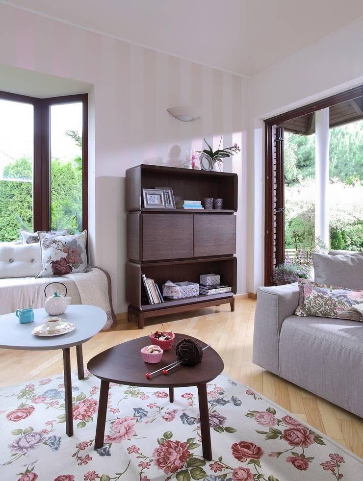 SiSi regał i stoliki: styl , w kategorii Salon zaprojektowany przez Swarzędz Home