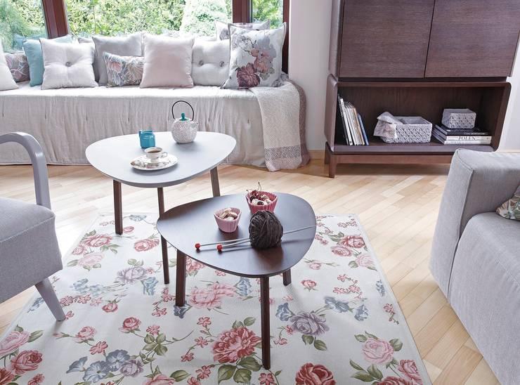 SiSi stiliki: styl , w kategorii Salon zaprojektowany przez Swarzędz Home