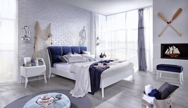 Dream white design Jacek Mikolajczak: styl , w kategorii Sypialnia zaprojektowany przez Swarzędz Home