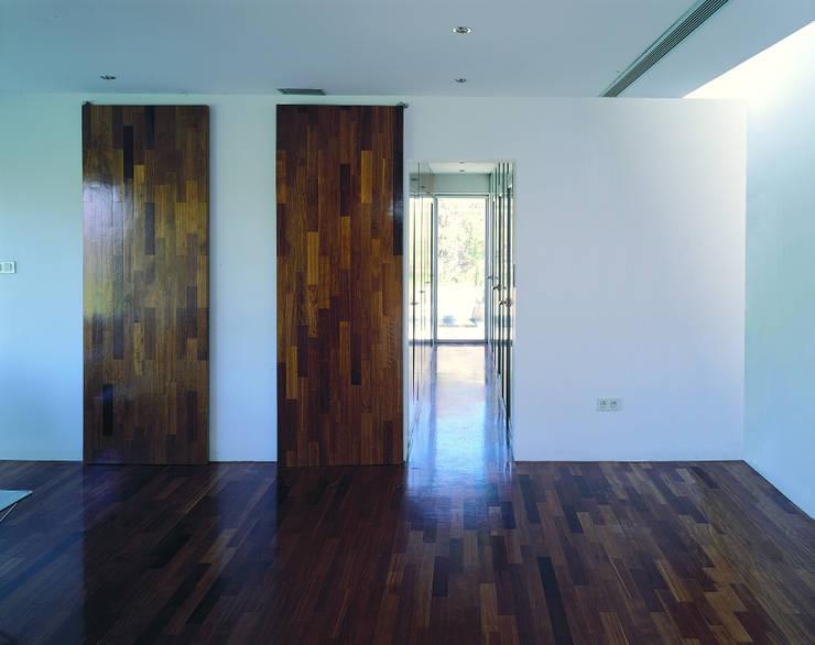 Projekty,  Salon zaprojektowane przez MARTIN MARTIN ARQUITECTOS