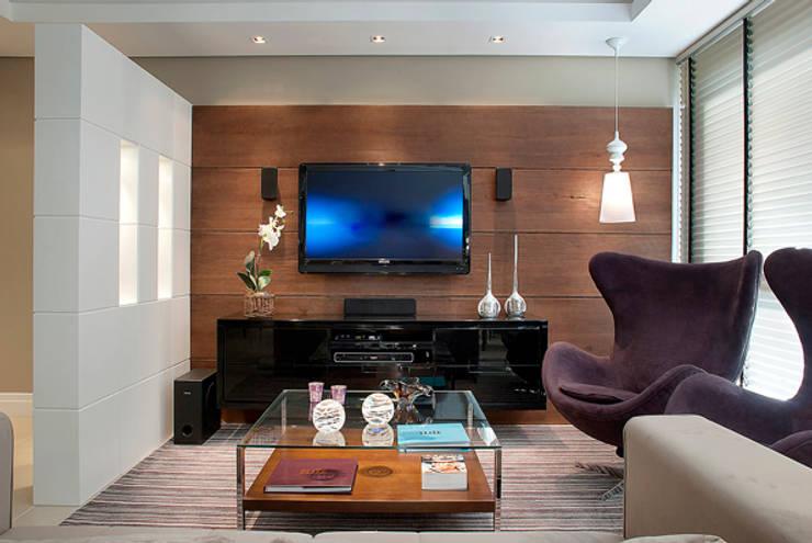 Sala Estar/Jantar Apartamento 2: Salas de estar  por Angela Ognibeni Arquitetura e Interiores