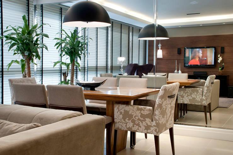 Sala Estar/Jantar Apartamento 2: Salas de jantar  por Angela Ognibeni Arquitetura e Interiores