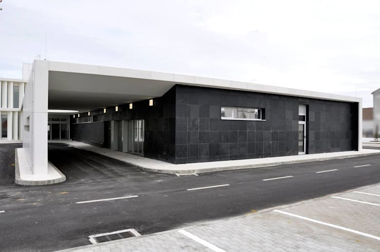 Clinics by ATELIER DA CIDADE,