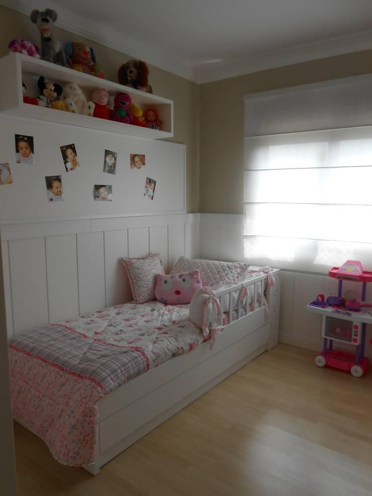 Dormitório Menina ( 2 anos ): Quarto infantil  por Angela Ognibeni Arquitetura e Interiores,Moderno