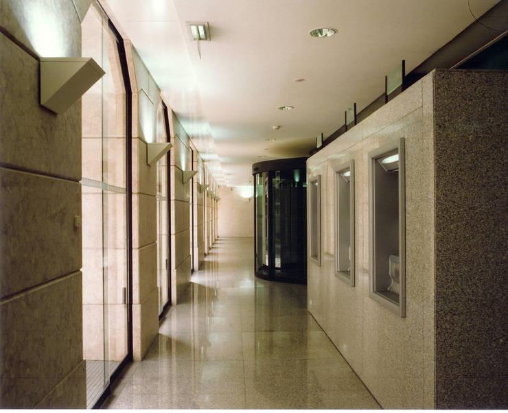 Edifício Sede do Montepio | Rua do Ouro | Lisboa: Escritórios  por ATELIER DA CIDADE