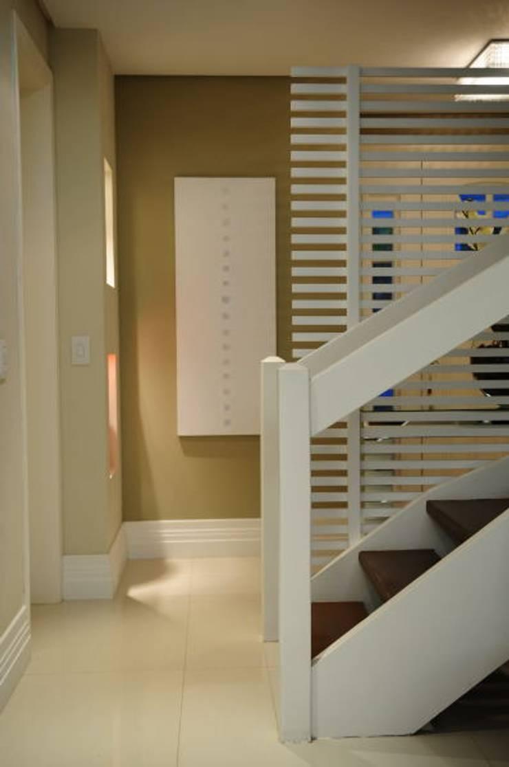 Sala Estar /Jantar Residência: Salas de estar  por Angela Ognibeni Arquitetura e Interiores