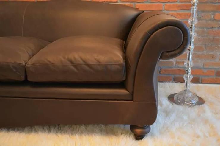 Sofa GT : Livings de estilo  por CRHISTIANO