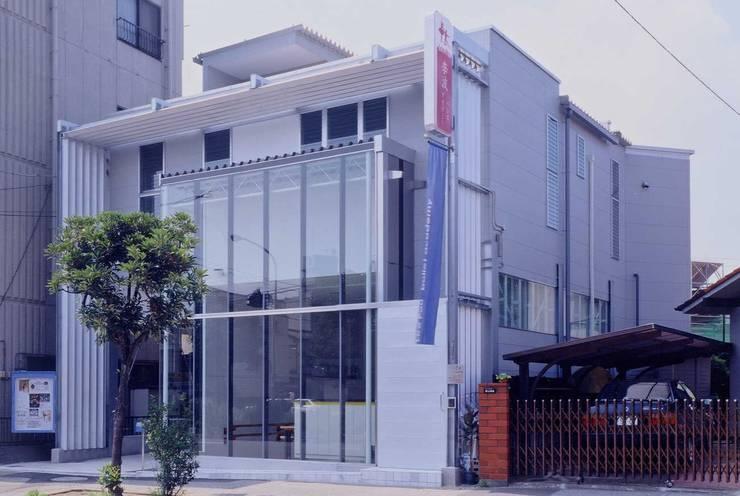 外観 モダンな 家 の 有限会社加々美明建築設計室 モダン