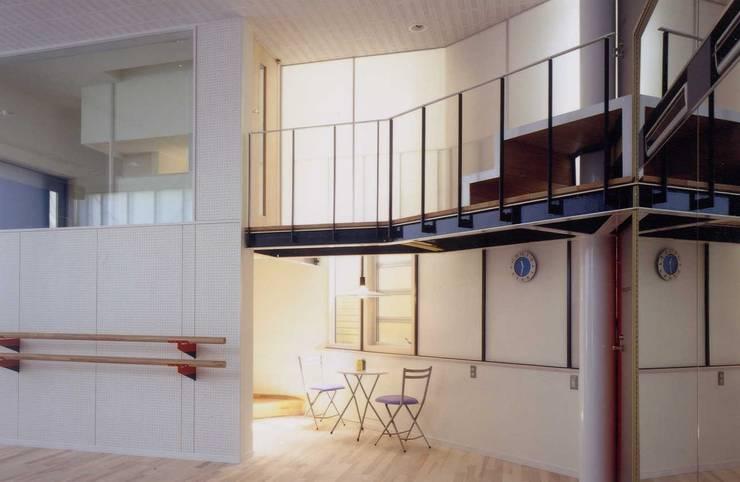 スタジオ モダンデザインの ホームジム の 有限会社加々美明建築設計室 モダン