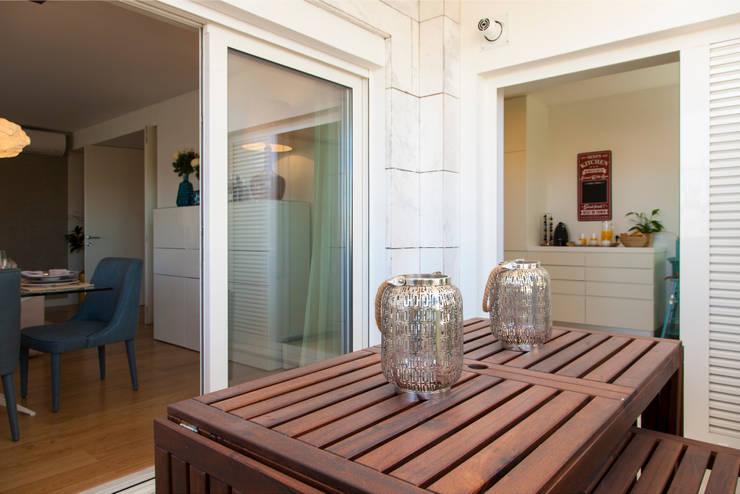 Terrazza in stile  di Traço Magenta - Design de Interiores