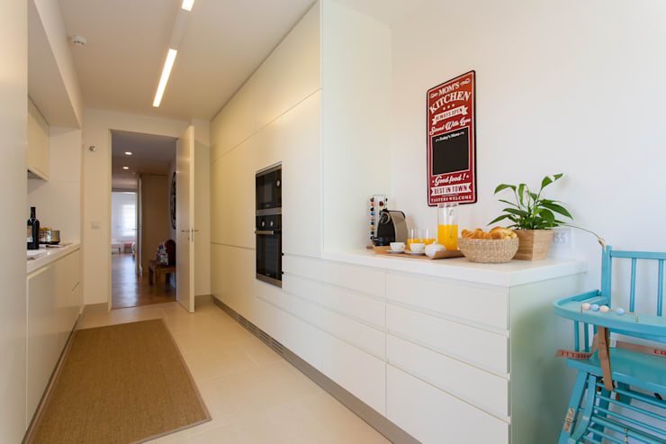 مطبخ تنفيذ Traço Magenta - Design de Interiores