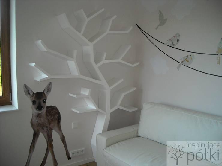 Półka drzewo 210x160x20cm: styl , w kategorii Pokój dziecięcy zaprojektowany przez INSPIRUJĄCE PÓŁKI