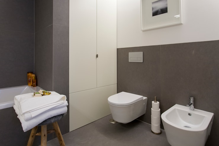 Casa de banho da suite do Casal: Casas de banho  por Traço Magenta - Design de Interiores