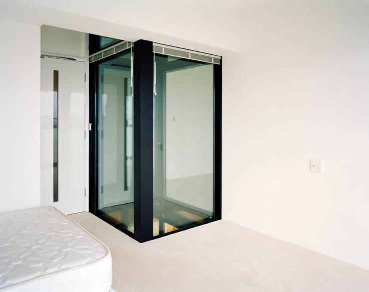 Pasillos y vestíbulos de estilo  de 片岡直樹設備設計一級建築士事務所, Moderno