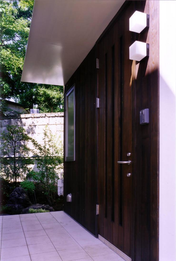 玄関: 豊田空間デザイン室 一級建築士事務所が手掛けた家です。