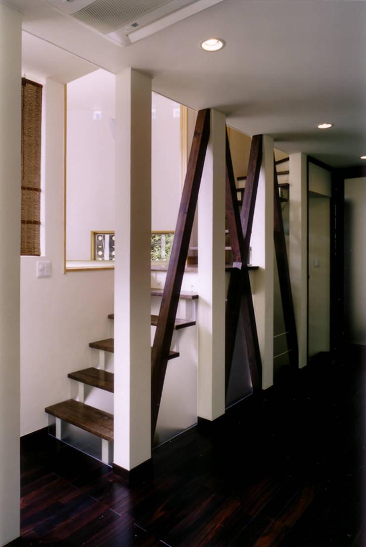 階段: 豊田空間デザイン室 一級建築士事務所が手掛けた廊下 & 玄関です。