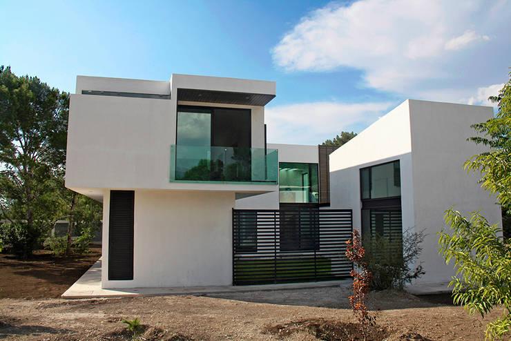 Fachada lateral: Casas de estilo  por Narda Davila arquitectura