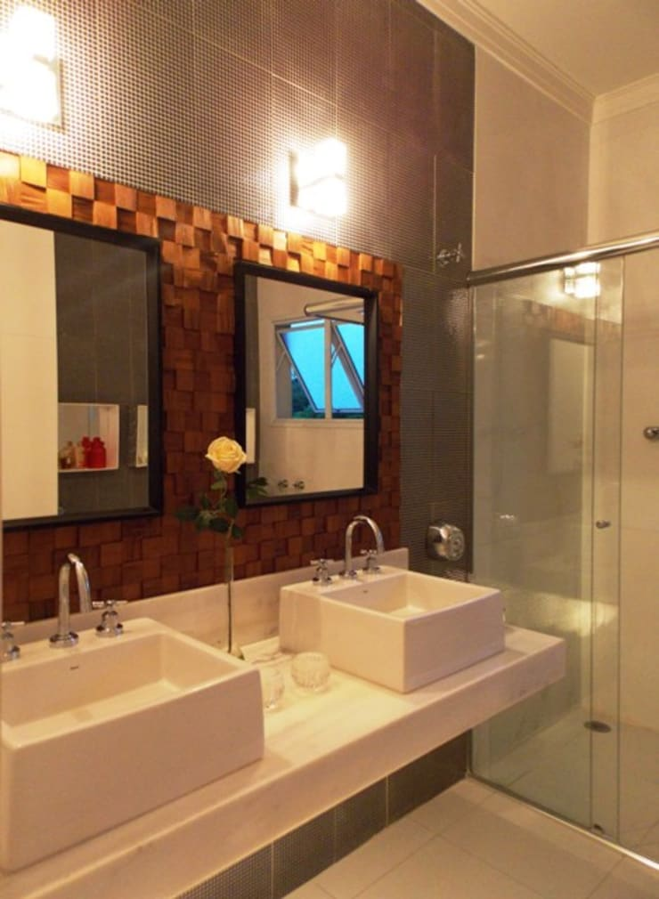 Banho suíte - bancada dupla: Banheiros  por Lúcia Vale Interiores,