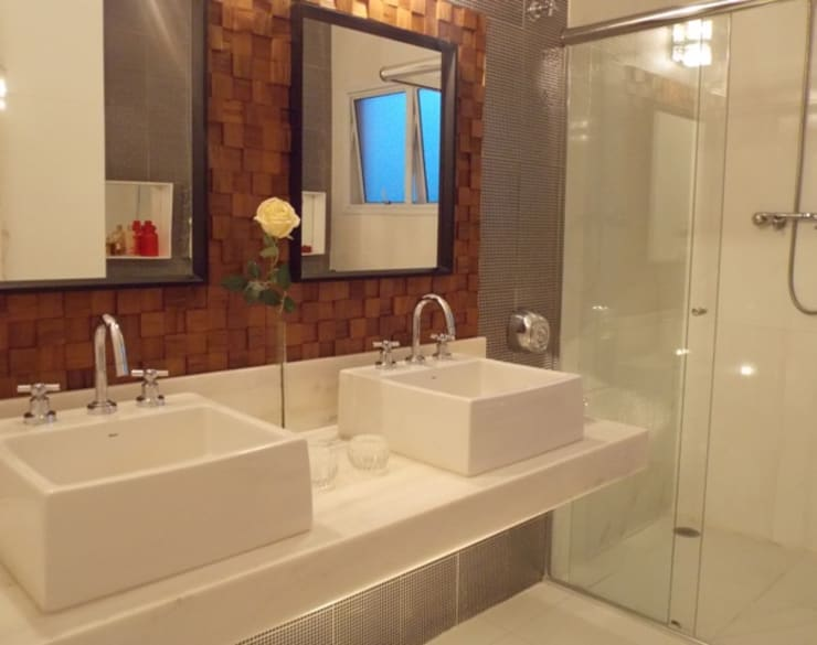 Bancada e box: Banheiros  por Lúcia Vale Interiores,