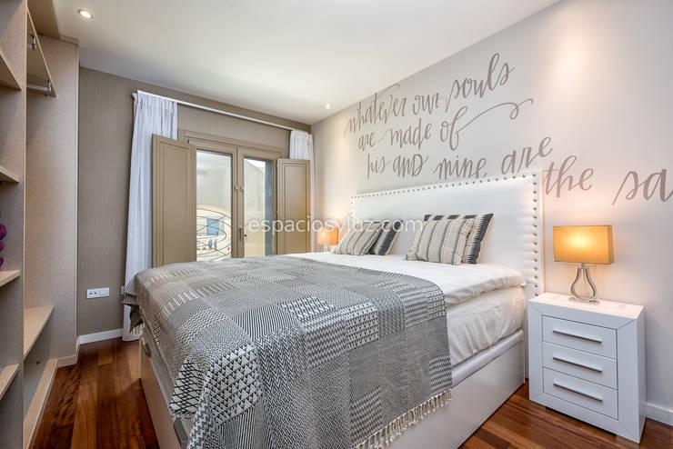 Dormitorio: Dormitorios de estilo  de Espacios y Luz Fotografía