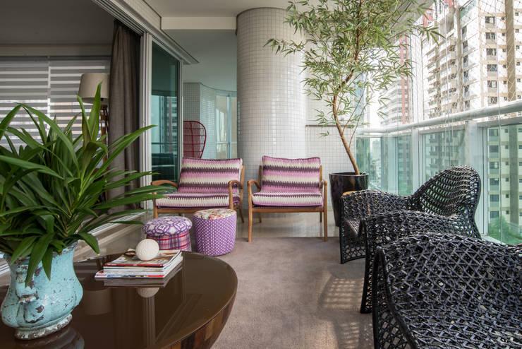 Apartamento - Varanda: Terraços  por Orlane Santos Arquitetura,Moderno