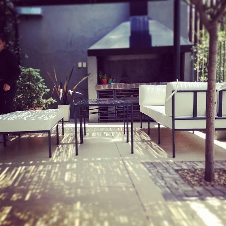 LINEA CLASICA - terraza vivienda familiar: Balcones y terrazas de estilo moderno por 72 diseño exterior