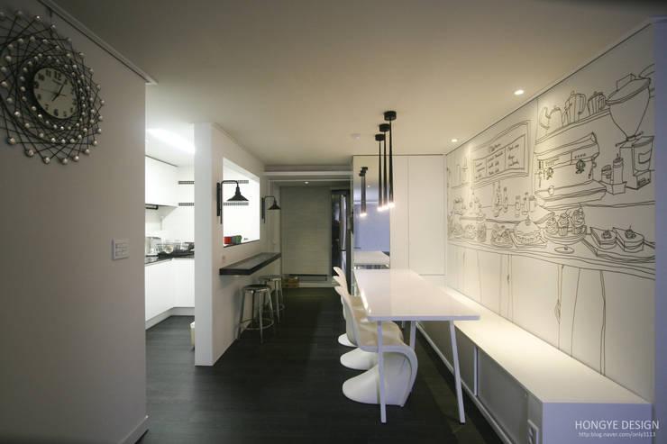 아내가 꿈꾸는 공간, 다이닝룸과 드레스룸이 예쁜 32py : 홍예디자인의  다이닝 룸